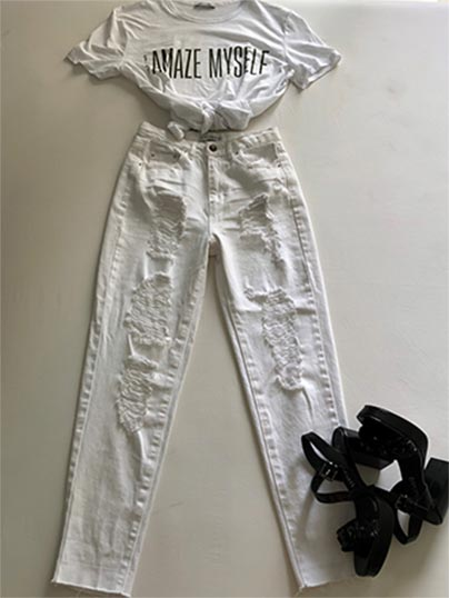 DETALLE LOOK MOM JEANS, TOTAL WHITE